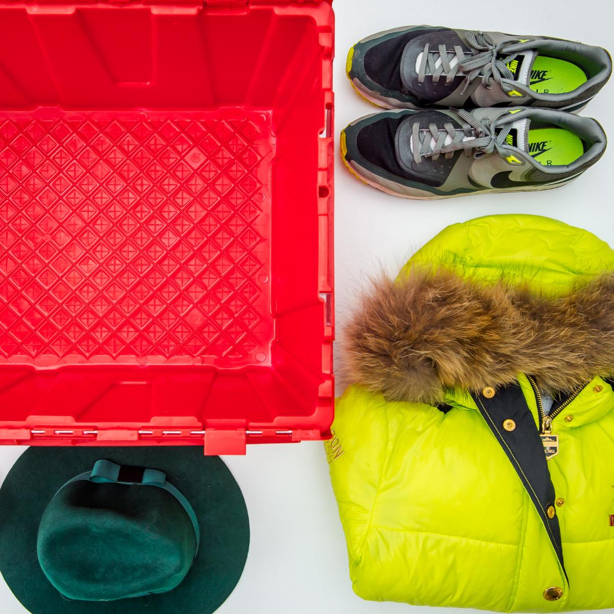 boite de stockage avec vêtements